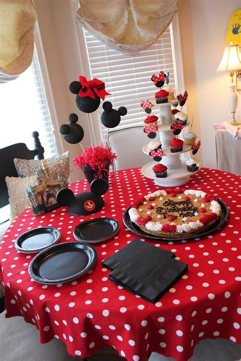 como decorar cupcakes de mickey mouse mickey mouse party cupcakes and decor i love it party
