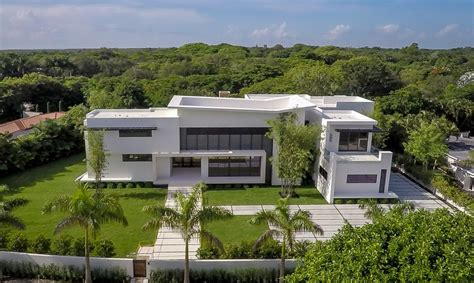modern mansion 12 000 square foot newly built modern mansion in miami fl homes of the rich