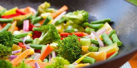 come cucinare con il wok 10 ricette vegetariane veloci da preparare con il wok