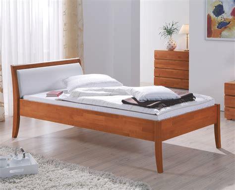 hohes einzelbett hohes bett f 252 r senioren aus buche seniorenbett bormio