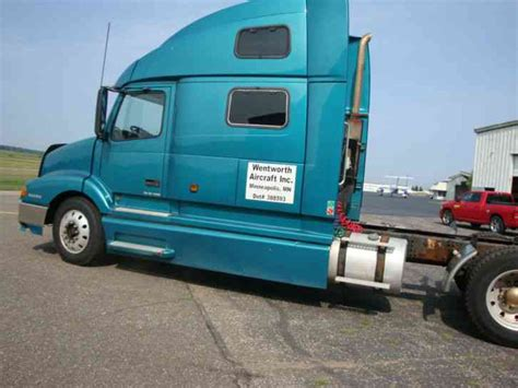 Volvo 770 Lvn 2003 Sleeper Semi Trucks