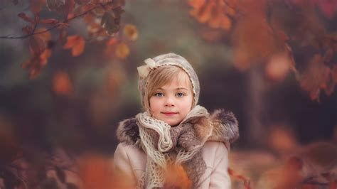 wallpaper girl child girl child in autumn plumage wallpapers and images