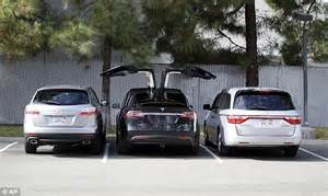 How Do You Open A Tesla Door Tesla Launches Its Model X Electric Suv With Falcon Wing