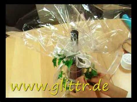 Geschenk Mit Klarsichtfolie Einpacken Geschenke Verpacken Flasche Beispiel 2