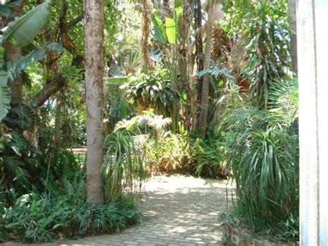 Grosvenor Kitchen Design by Tropical Gardens Accommodation In Hartbeespoort Dam