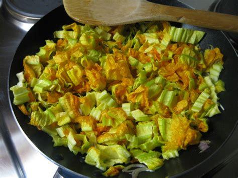 fiori di zucca ricette light ricetta frittata con fiori di zucca light calorie e