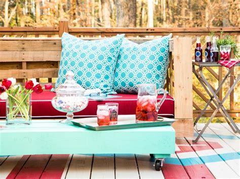 divanetto fai da te creare un divano in pallet con il riciclo creativo ispirando