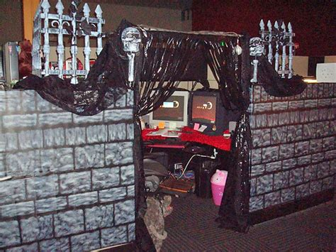 halloween themes for coworkers office work pranks lol pranks com