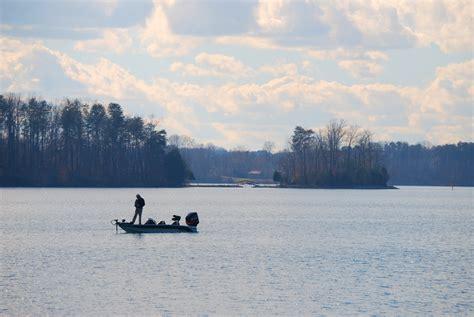 smith mountain lake premier boat rentals virginia s premier fishing spot smith mountain lake