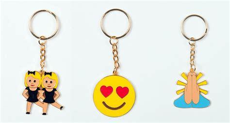 imagenes de llaveros kawaii llaveros con emoticonos del whatsapp emojis para tus