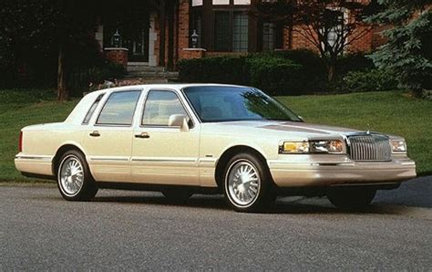 how cars engines work 1997 lincoln continental instrument cluster used 1997 lincoln town car sedan pricing features edmunds