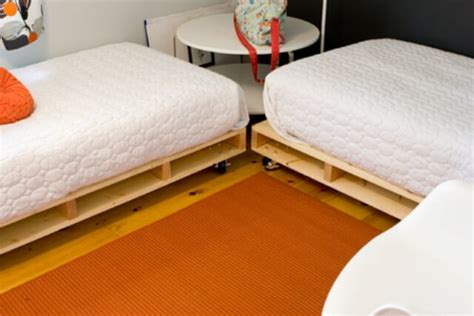 diy pallet bed frame tutorial diy tutorials 5 easy steps to make a pallet bed 99 pallets