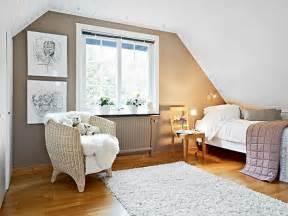 how to decorate an attic bedroom chambre mansard 233 e 39 id 233 es pour am 233 nager cet espace
