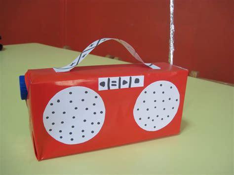 radio reciclable mor kelebekler materyalli faaliyetler