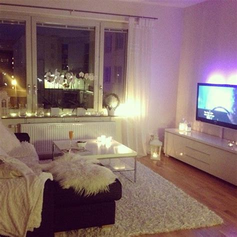 One Bedroom Apartment Living Room Ideas 25 Best Ideas About Small Apartment Decorating On Pinterest Diy Living Room Decor Small