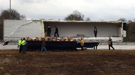 truck macon ga muffin truck crash causes morning traffic bungle on i 75s