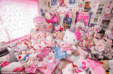 Pink Sofa Covers by Hello Kitty Obsessive Spent Has Spent 163 50 000 Over 15