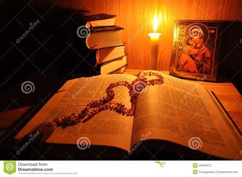 fiamma candela icona rozary russi bibbia e fiamma della candela