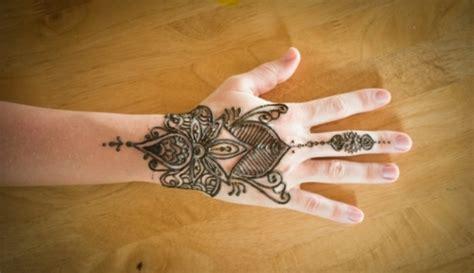 tatouage poignet et main henn 233 40 id 233 es femmes et hommes