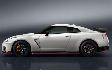 Who Makes Nissan 2017 Nissan Gt R Nismo Gets Updated Design Still Makes