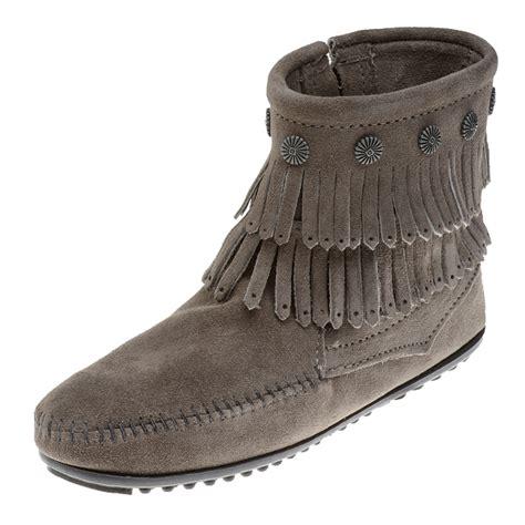 minnetonka moccasins boots minnetonka moccasins 691t s fringe boot