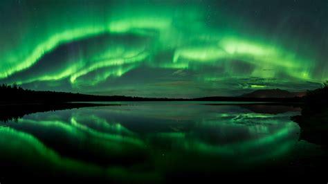 deneve aurora borealis night light wallpaper aurora beach lake northern lights panorama