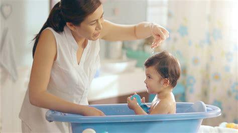 old bathroom young adult money کاهش تب در نوزادان حمام کردن درجه حرارت بدن را کاهش می