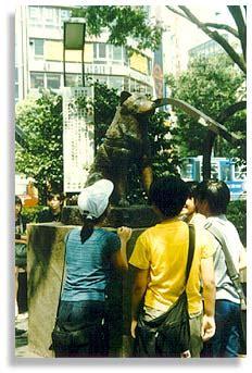techo master statue hackwriters shibuya tokyo brian r wood
