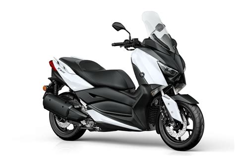 yamaha introducing   max  scooter autoevolution