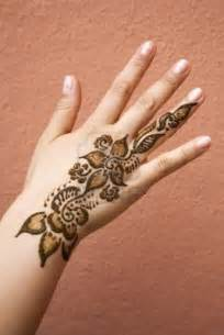 Cute henna designs for festive worlds style
