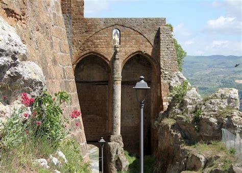 porta di orvieto giro delle porte nell orvieto medievale trekking urbano