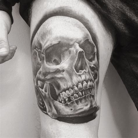 tattoo black and grey skull black and grey skull tattoo on right thigh