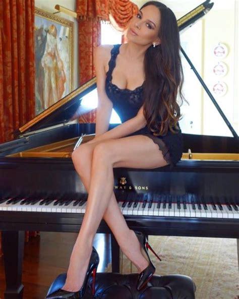 lola hängematten lola astanova chi 232 la pianista con i tacchi a spillo che