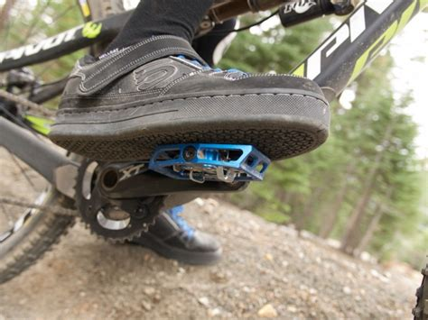 shoes for mountain bike how to choose the best clipless shoes for mountain biking