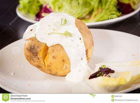 pomme de terre en robe de chambre au four pomme de terre en robe de chambre cuite au four avec de la