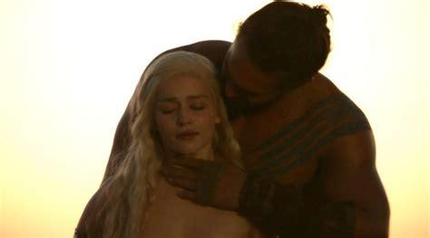 khaleesi bathtub scene daenerys targaryen images daenerys targaryen and khal