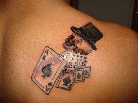 tatuagem de baralho com caveira nas costas fotos tatuagem