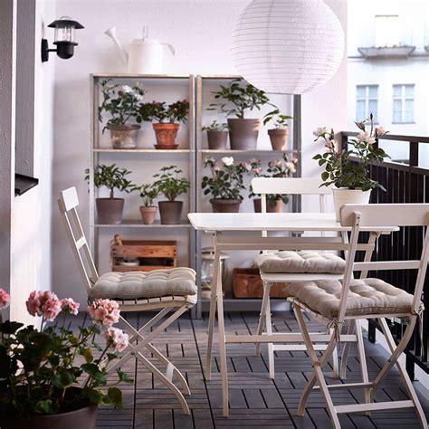 mesa y sillas blancas terraza con mesa y sillas plegables blancas y estanter 237 as