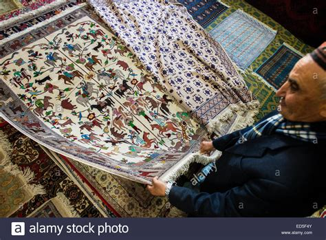shop teppiche carpet shop uzbekistan bukhara stockfotos carpet shop