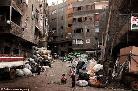 City Of Trash Who D Be A Dustman In Cairo Revolting Pictures Of Piled