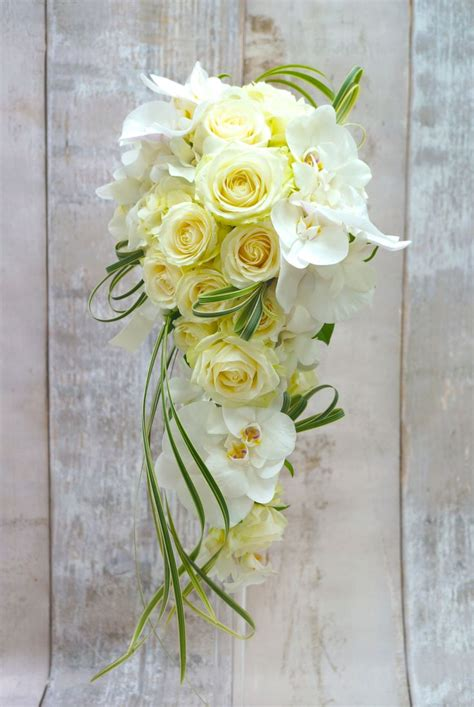 draping wedding bouquets 25 best ideas about green boutonniere on pinterest