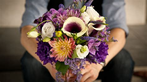 when to buy valentines day flowers how to buy s day flowers the right way