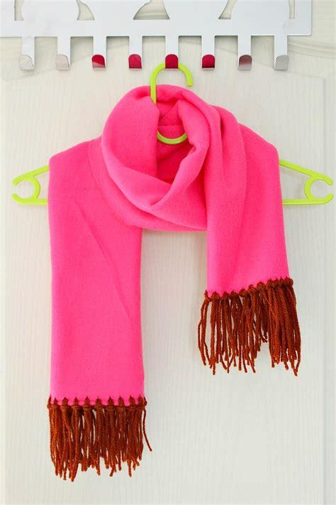 no sew fleece scarf tutorial with yarn fringe