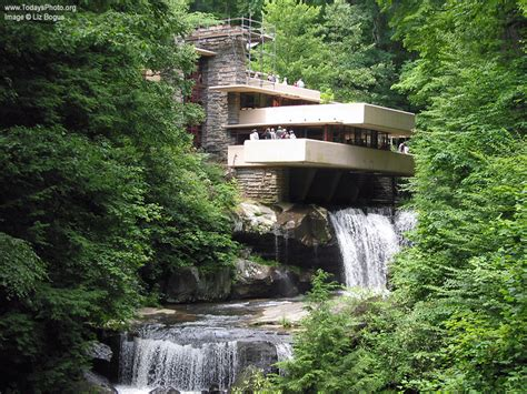 falling waters house frank lloyd wright s fallingwater house