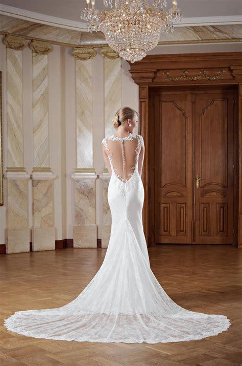 hochzeitskleid lange schleppe hochzeitskleid r 252 ckenfrei mit langer schleppe kleiderfreuden