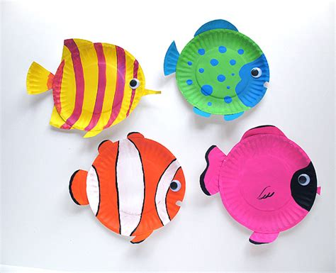 Paper Plate Fish Craft - paper plate tropical fish make and takes