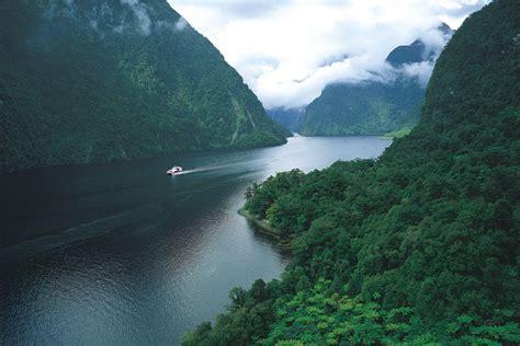 doubtful sound boat trip real journeys doubtful sound wilderness cruises