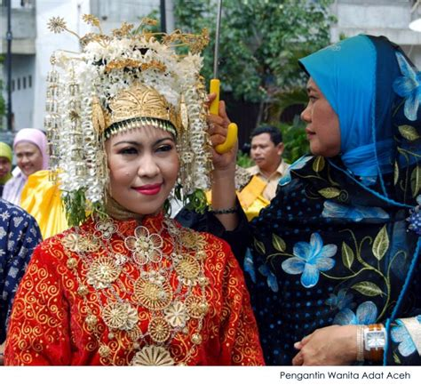 Ciri Ciri Baju Adat Aceh pakaian perkawinan adat aceh by ifrayaski on deviantart