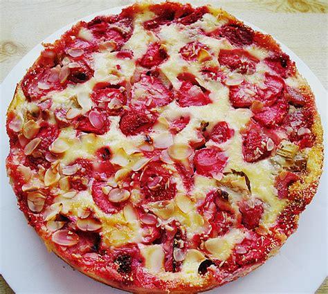 erdbeer rhabarber kuchen mit pudding rhabarber erdbeer kuchen rezept mit bild