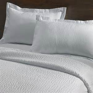 new courtyard by marriott hotel rippled coverlet free